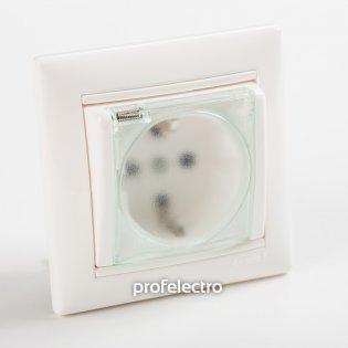 774220 Розетка с заземляющим контактом и крышкой влагозащищенная белая с рамкой 16А, 250В Valena Legrand на profelectro.com.ua