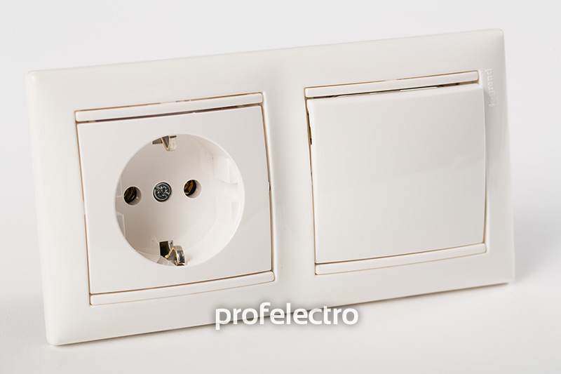 Рамка двухпостовая цвет белый в сборе с розеткой и выключателем Valena