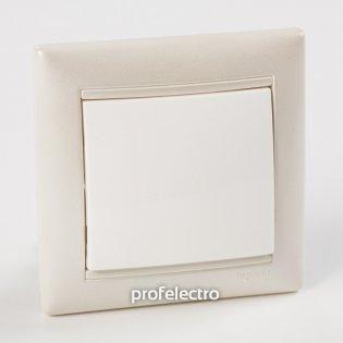 Рамка цвет жемчужный в сборе с выключателем Valena Legrand на profelectro.com.ua