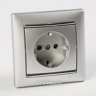 Рамка цвет алюминий-серебряный штрих в сборе с розеткой Valena Legrand на profelectro.com.ua