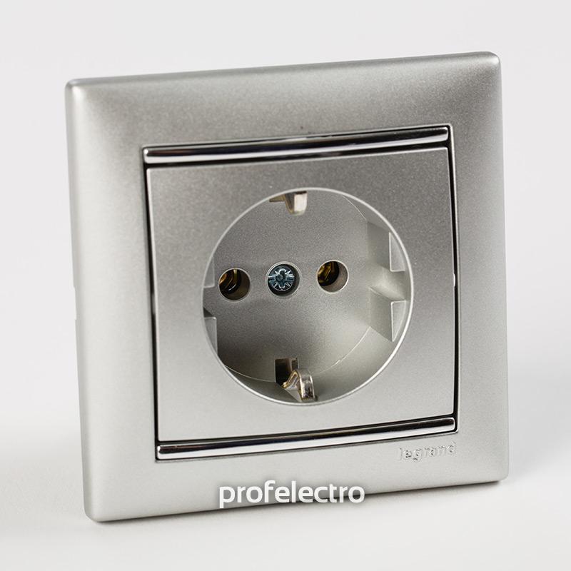 Рамка цвет алюминий-серебряный штрих в сборе с розеткой Valena