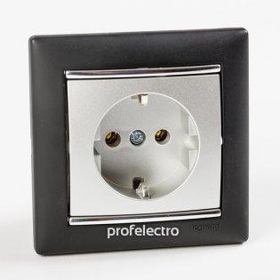 Рамка цвет ноктюрн-серебряный штрих в сборе с розеткой Valena Legrand на profelectro.com.ua