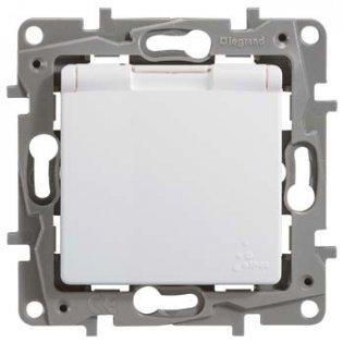 672232 Розетка с заземляющим контактом влагозащищенная белая Etika Plus Legrand на profelectro.com.ua