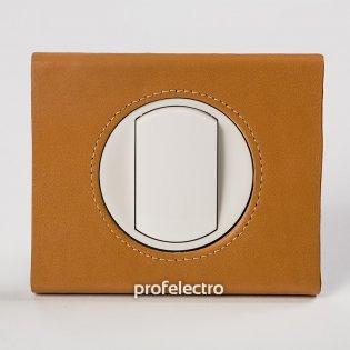 Рамка кожа цвет карамель-панель белая Celiane Legrand на profelectro.com.ua