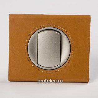 Рамка кожа цвет карамель-панель титан Celiane Legrand на profelectro.com.ua