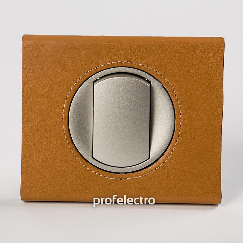 Рамка кожа цвет карамель-панель титан Celiane