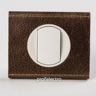 Рамка текстурированная кожа-панель белая Celiane Legrand на profelectro.com.ua
