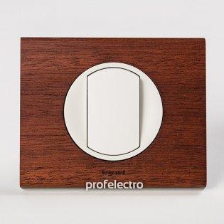 Рамка деревянная орех-панель белая Celiane Legrand на profelectro.com.ua