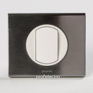 Рамка металлическая цвет фактурная сталь-панель белая Celiane Legrand на profelectro.com.ua