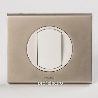 Рамка металлическая цвет никель велюр-панель белая Celiane Legrand на profelectro.com.ua