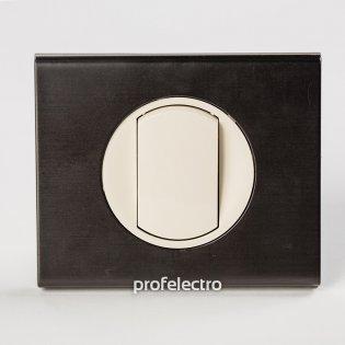 Рамка металлическая цвет черный никель-панель слоновая кость Celiane Legrand на profelectro.com.ua