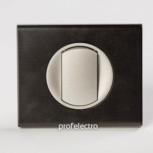Рамка металлическая цвет черный никель-панель титан Celiane Legrand на profelectro.com.ua