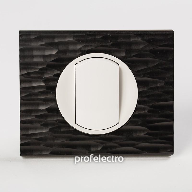 Рамка CORIAN черный рифленый-панель белая Celiane
