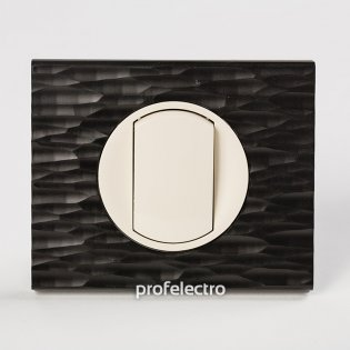Рамка CORIAN черный рифленый-панель слоновая кость Celiane Legrand на profelectro.com.ua