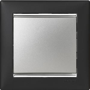 Одноклавишный выключатель Legrand™ Valena цвет рамки ноктюрн