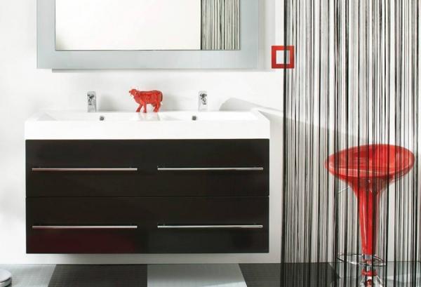 Выключатель Etika™ (Legrand) в оформлении ванной комнаты