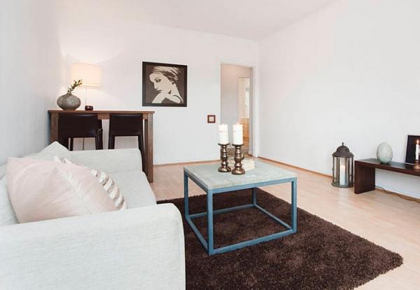 Выключатель серии Etika™ (Legrand) в интерьере современной гостиной