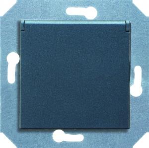 Фото Розетка с заземляющим контактом и крышкой (откидной) 16 А, 250 В~