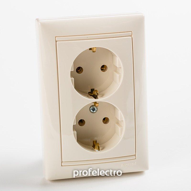 Фото Розетка двойная с заземляющим контактом (розеточный блок) 16А, 250В~ Valena Legrand