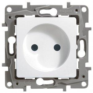 Розетка без заземляющего контакта с защитными шторками белый Etika Plus