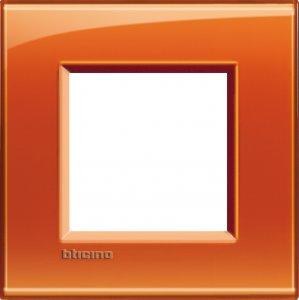 Фото Рамки пластиковые цвет оранжевый немецкий и итальянский стандарт