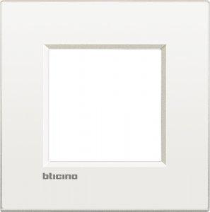 Фото Рамки металлические цвет чистый белый итальянский стандарт