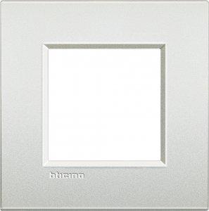 Фото Рамки металлические цвет белый жемчуг итальянский стандарт