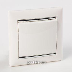 Рамки цвет белый-серебряный штрих 1-5 постов Valena
