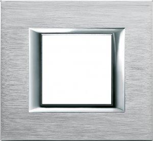 Фото Рамки металлические анодированные цвет хром немецкий и итальянский стандарт