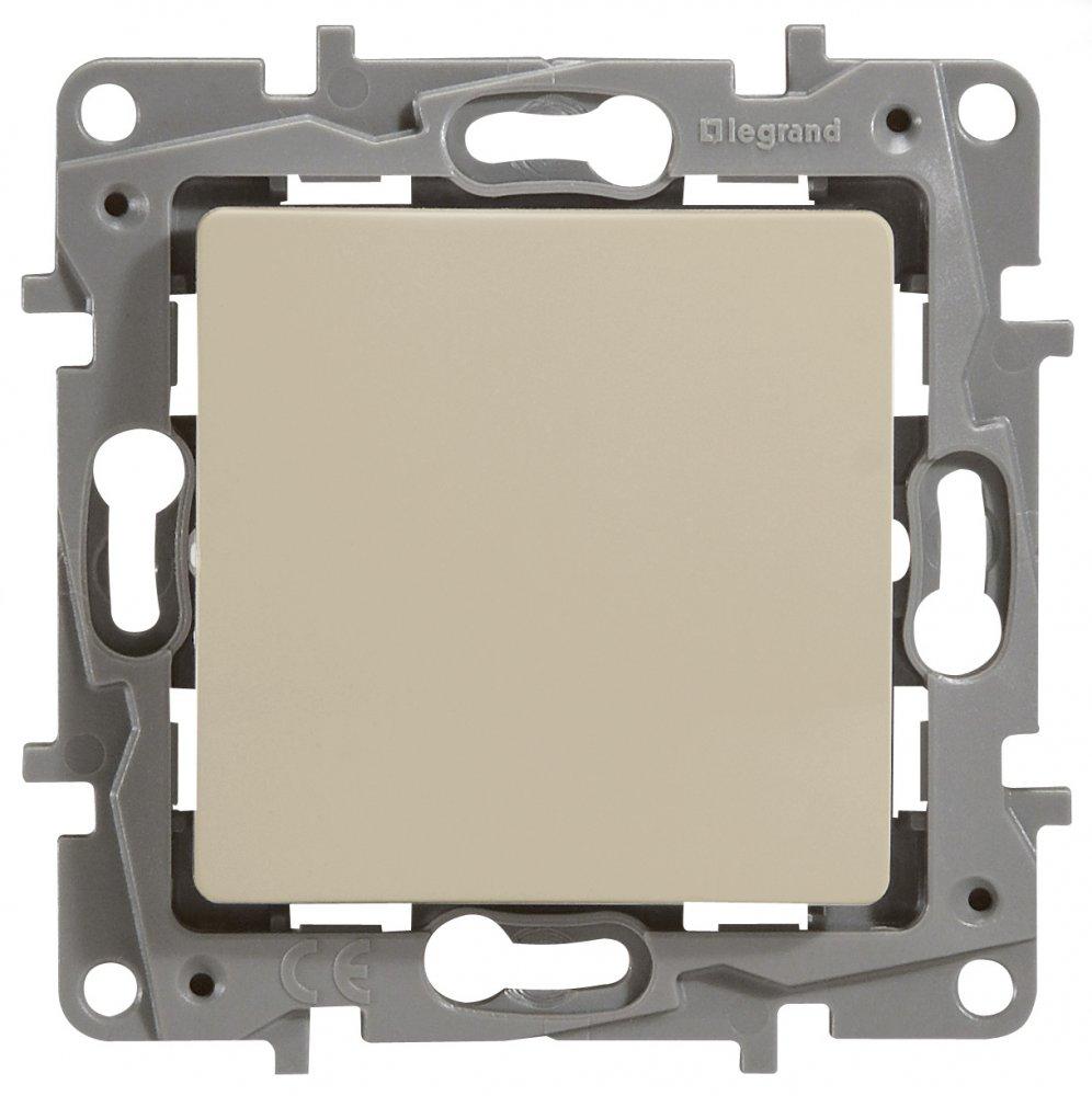 Фото Выключатель одноклавишный проходной (универсальный), влагозащищенный (IP44) 10 А, 250 В~, автоматические клеммы Etika Plus