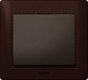 Фото Рамки деревянные Legrand Galea Life, обтянутые натуральной кожей цвет темный (Club) 1—3 поста